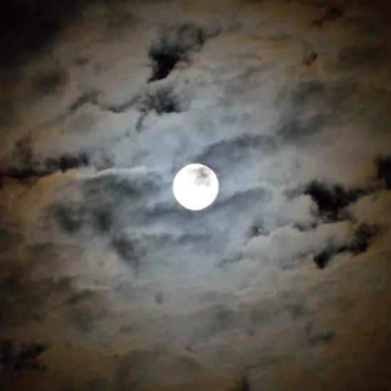 Vollmond Wolken